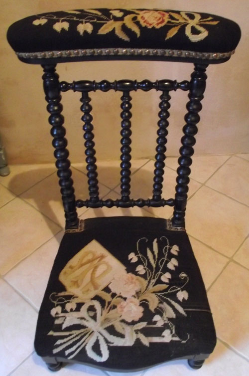 - A2660 Woolwork Antique Prayer Chair
