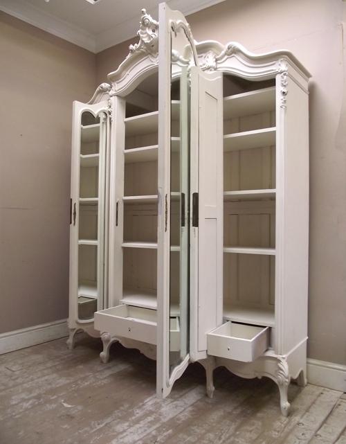 If2456 Antique Triple Door Armoire