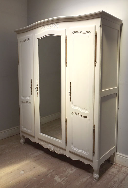 IF3234 FRENCH PROVENÇAL STYLE TRIPLE ARMOIRE