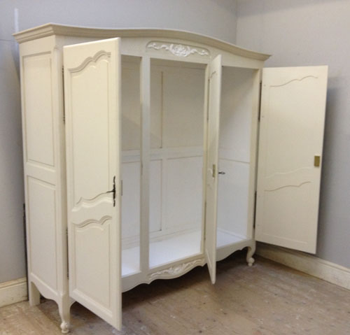 If3375 French Provencal Style Armoire