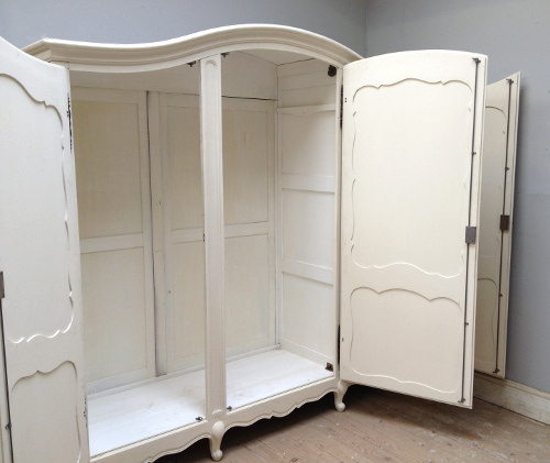 If3492 French Provencal Style Armoire