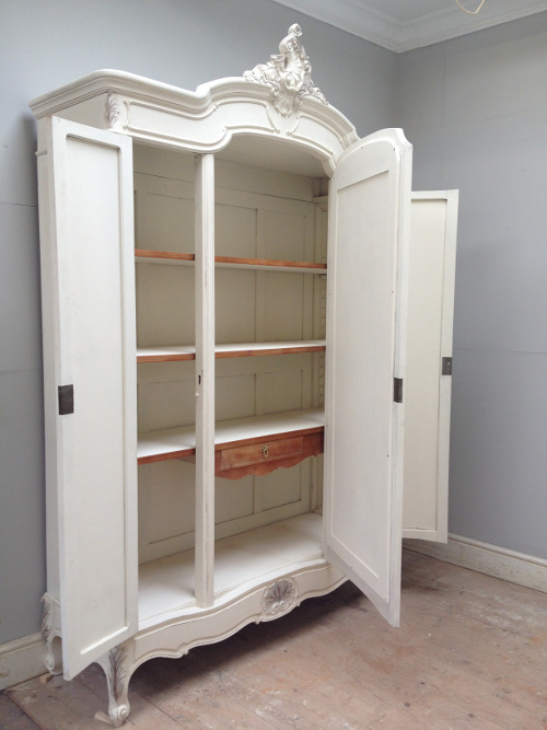 If3728 Antique French Rococo Triple Door Armoire
