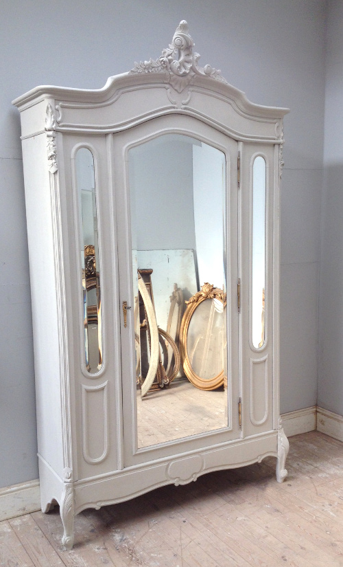 If3804 Antique French Rococo Triple Door Armoire