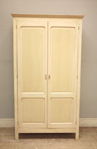 2 door cupboard / armoire